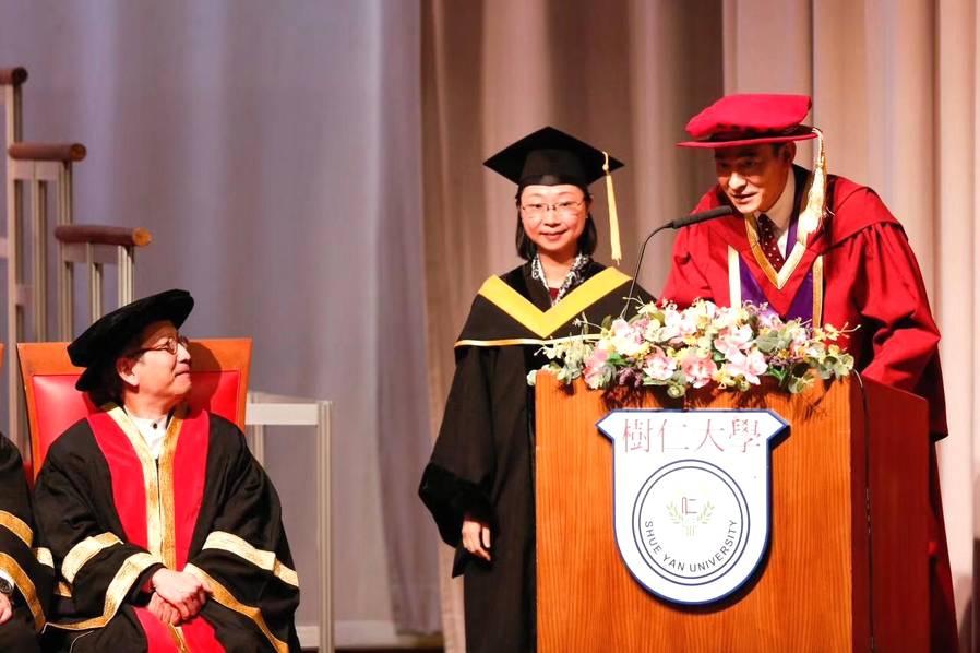 刘德华荣获香港树仁大学博士学位 紧张到不会说话