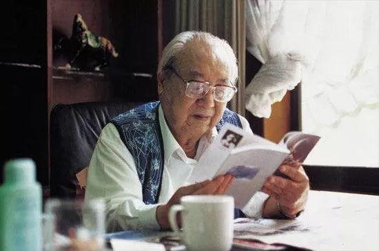 费孝通(1910-2005)著名社会学家、人类学家。主要作品有《江村经济》《乡土中国》等。